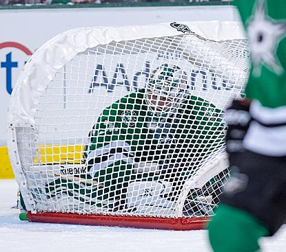 It has been that kind of January for goaltender Dan Ellis and the Stars, who are now 0-6-0 since New Year's Eve.  (USATSI)