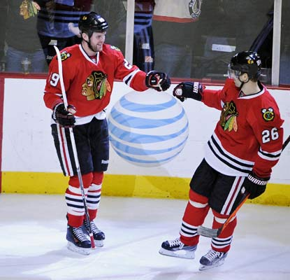 Bryan Bickell gets on the scoreboard as the Blackhawks beat the Ducks for the first time since December 2011.  (USATSI)