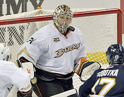 Ducks goalie Frederik Andersen makes 34 saves to win his third straight, this one 3-2 over St. Louis. (USATSI)