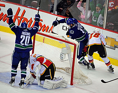 Ryan Kesler nets a second period goal for the Canucks, who eventually win in a shootout. (USATSI)