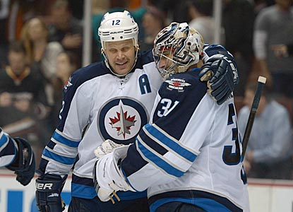 Olli Jokinen and goaltender Ondrej Pavelec embrace after Winnipeg wins the first Jets-Ducks game held in Anaheim since 1996.  (USATSI)