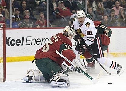 Wild rookie goaltender Darcy Kuemper denies Blackhawks veteran Marian Hossa during the second period.  (USATSI)