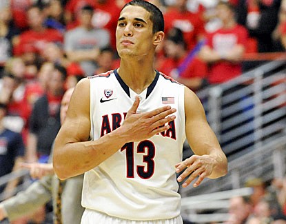 Nick Johnson goes for 18 points in No. 1 Arizona's win over Colorado and also contributes three assists. (USATSI)