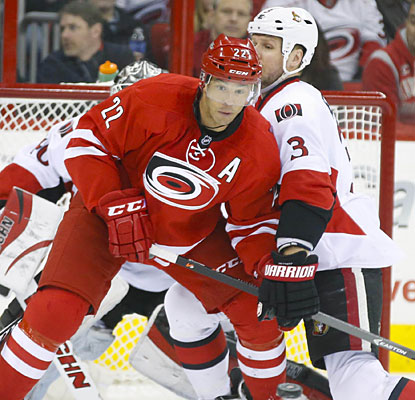 Manny Malhotra records his first two-goal game in three years as the Hurricanes move a point ahead of Ottawa in the East.  (USATSI)