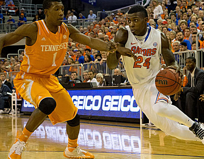 Casey Prather chips in 12 points for No. 6 Florida, which coasts to an easy victory over the Volunteers. (USATSI)
