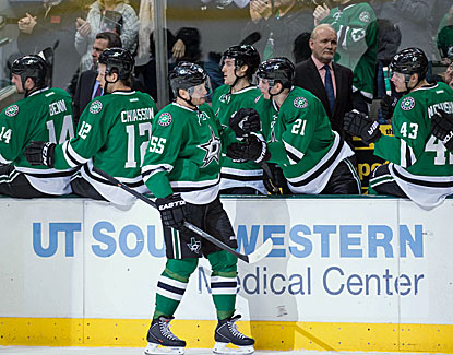 Sergei Gonchar gets the Stars on the board with a power-play goal in the first period as Dallas blanks the Pens. (USATSI)