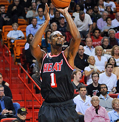 Miami's Chris Bosh lights up the Spurs for 24 points, making 9 of his 10 shots and all five free throws. (USATSI)