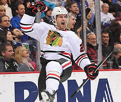 Brandon Saad plays a big role in the Blackhawks win. The LW provides a pair of goals and an assist. (USATSI)