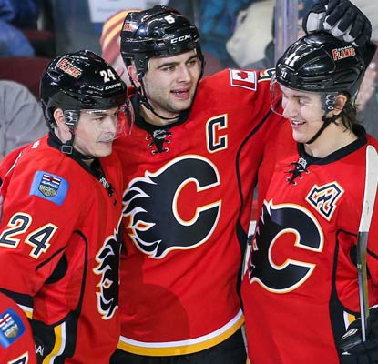Mark Giordano's goal in the second period proves to be enough to get the Flames past the Sharks.  (USATSI)
