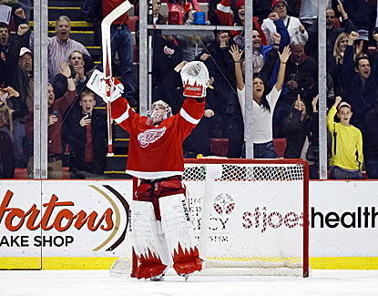 Jimmy Howard returns from a knee injury and picks up a win for Detroit, stopping Washington in a shootout. (USATSI)