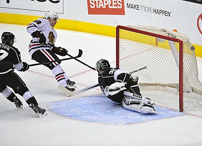 Patrick Kane scores against Jonathan Quick midway through the third period to push Chicago's lead to 5-2.  (USATSI)