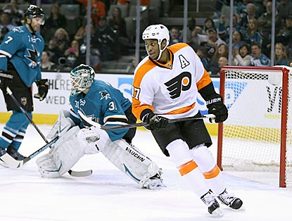 Philadelphia's Wayne Simmonds reacts after seeing Mark Streit's power-play goal get past San Jose goaltender Antti Niemi.  (USATSI)