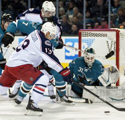 Sharks goaltender Antti Niemi stops 19 shots to send his team to the break having won three of four games.  (USATSI)
