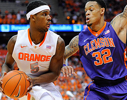 C.J. Fair scores 19 points for Syracuse, making eight of his 13 shots and also grabbing seven rebounds. (USATSI)