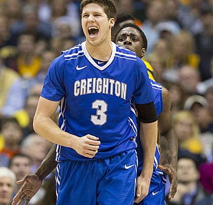 Creighton's Doug McDermott scores 17 of his 25 points in the second half against Marquette. (USATSI)