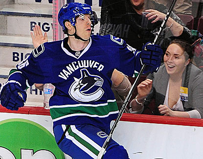Jannik Hansen celebrates his goal against the Blues, which proves to be the difference in the game. (USATSI)