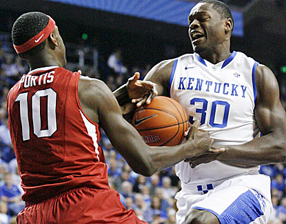 Arkansas' Bobby Portis and Kentucky's Julius Randle battle for the rebound. The Hogs hold Randle to 14 points. (USATSI)