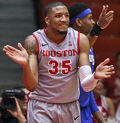 Houston junior TaShawn Thomas comes through against Memphis, missing just one shot and blocking three shots. (USATSI)