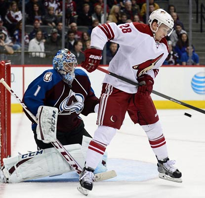Semyon Varlamov makes 40 saves against the Coyotes in his first game since the Winter Olympics.  (USATSI)