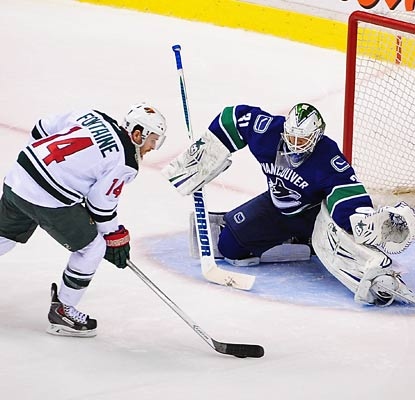 Justin Fontaine beats goalie Eddie Lack in the shootout and the Wild win their fourth straight.  (USATSI)