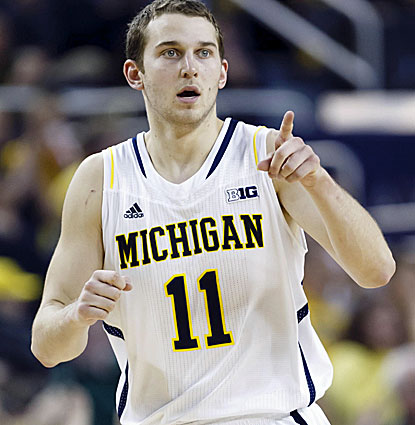 Michigan's Nik Stauskas drops in 21 points to go with three rebounds and four assists against Minnesota. (USATSI)