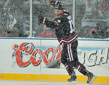 Blackhawks captain Jonathan Toews scores two goals at snowy Soldier Field in Chicago's 5-1 win over the Penguins. (USATSI)