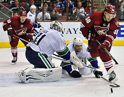 Eddie Lack makes 31 saves for Vancouver in the Canucks' first game since trading Roberto Luongo to the Florida Panthers. (USATSI)