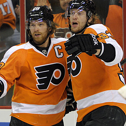 Claude Giroux plays a big role in Philly's win over the Capitals, scoring two goals and adding an assist. (USATSI)