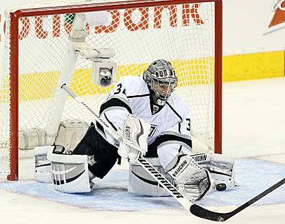 Los Angeles goaltender Jonathan Quick makes the most of a light night and stops 17 of 18 Winnipeg shots.  (USATSI)