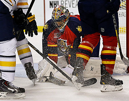 Panthers goalie Roberto Luongo, acquired in a trade Tuesday, returns to Florida with a shutout victory. (USATSI)