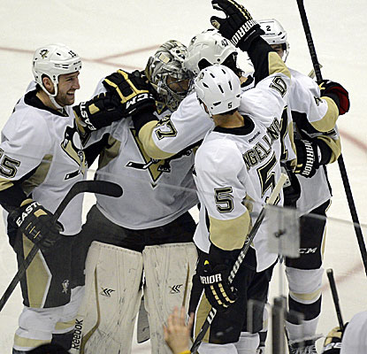 In a possible Stanley Cup preview, the Penguins edge the Ducks in a wild, six-round shootout in Anaheim.  (USATSI)