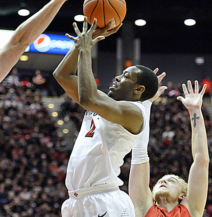 Xavier Thames finishes with 23 points for San Diego State, which secures the top seed in the MWC tournament. (USATSI)