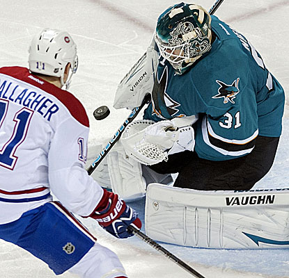 Sharks goalie Antii Niemi shuts out the Canadiens for the second time this season, saving 27 shots. (USATSI)