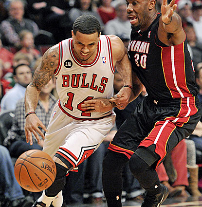 D.J. Augustin's career revitalization continues in Chicago. The Bulls guard scores 22 points off the bench against the Heat. (USATSI)