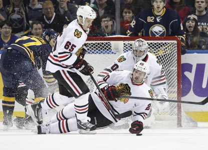 Blackhawks left wing Brandon Saad (20) goes down to block a Sabres shot during the third period.  (USATSI)