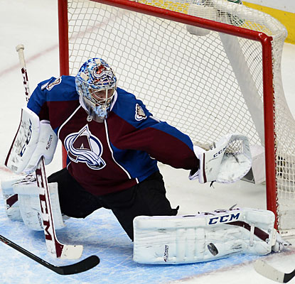 The Avs' Semyon Varlamov, who stops 37 shots, becomes the first Russian-born goaltender to record 100 wins. (USATSI)