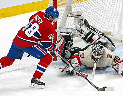 Daniel Briere works the puck against Ottawa goalie Robin Lehner. Briere scores a goal in Montreal's win. (USATSI)