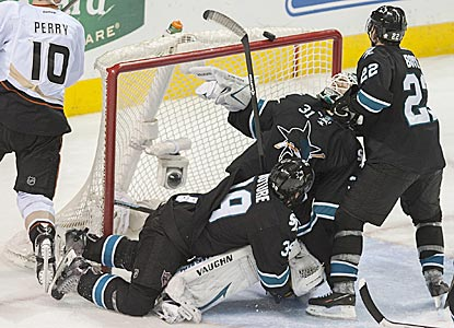 San Jose goaltender Antti Niemi watches the puck land on the crossbar during the third period, but it does not go in the net.  (USATSI)