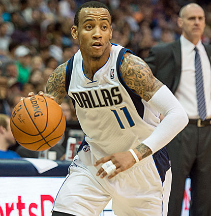 Monta Ellis scores 26 points, including 14 when the Mavericks pull away in the fourth against the Nuggets. (USATSI)