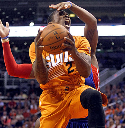 Eric Bledsoe scores 15 of his 23 points in the fourth quarter for Phoenix in its win over the Pistons. (USATSI)
