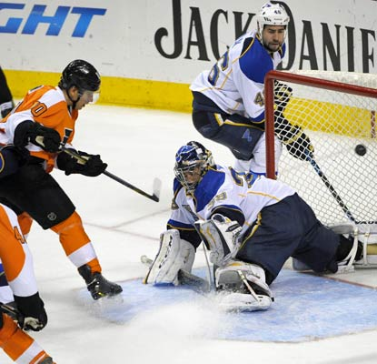 Brayden Schenn finds the back of the net in the second period to help the Flyers gain a big win over the Blues at home.  (USATSI)