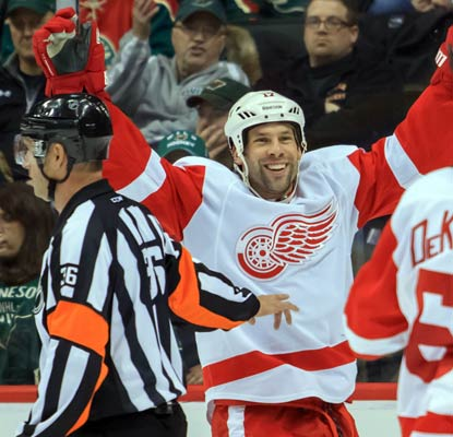 David Legwand helps the Red Wings get their power play in gear with a goal in Detroit's win over the Wild.  (USATSI)