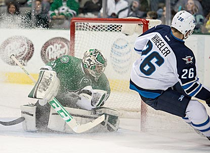 Kari Lehtonen stops Blake Wheeler's shot during the first period, during which the Dallas goalie makes 11 of his 32 saves.  (USATSI)
