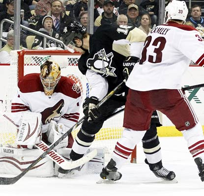 With Mike Smith out, Thomas Greiss plays well between the pipes in stopping 23 shots for the victorious Coyotes.  (USATSI)