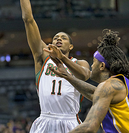 Brandon Knight comes up big for the Bucks against the Lakers, scoring 30 points, well above his season average. (USATSI)