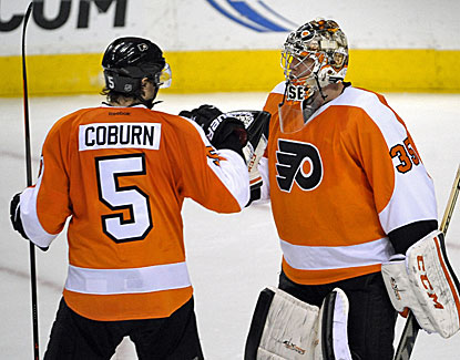 Steve Mason makes 32 saves as the Philadelphia Flyers beat Toronto and snap a two-game losing streak. (USATSI)