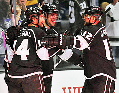 Anze Kopitar, center, scores twice in the first period to help the Kings beat Winnipeg for their 14th win in 17 games. (USATSI)