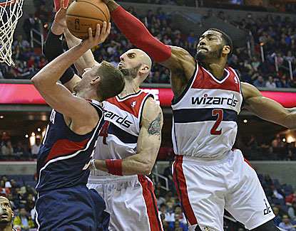 John Wall scores 25 points and also contributes a big block against the Hawks as the Wizard make their playoffs push. (USATSI)