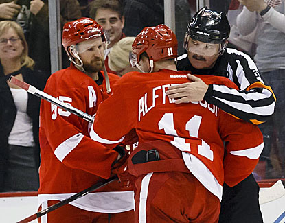 Daniel Alfredsson scores a goal and adds an assist for the Red Wings in a 3-2 win over Buffalo. (USATSI)