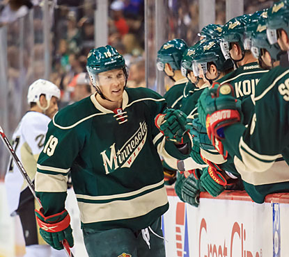 Stephane Veilleux provides a goal for the Wild, who maintain their five-point lead over Dallas for seventh place in the West. (USATSI)